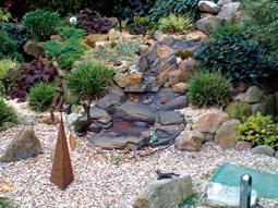 Gartengestaltung mit Bachlauf